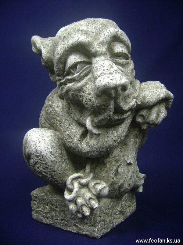 Страж. Горгулья с дубиной. Искусственный камень. Н-31см. 2006г.